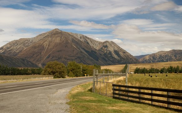 looking back on SH73- next up the Waimakariri River