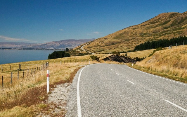 nearing-the-settlement-at-the-south-end-of-lake-hawea-on-sh6-2