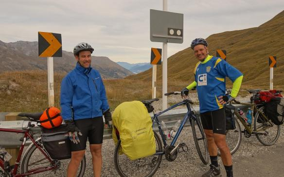 The Two English chaps - Paul and Pat- at the top of the Crown Range Road