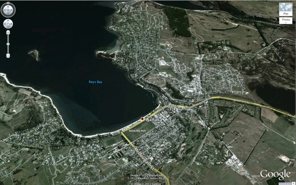 The Wanaka YHA hostel overlooks Pembroke Park and the Bay