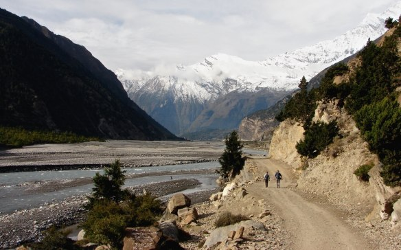 walking the Annapurna Circuit road south of Marpha