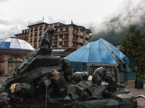 beaver tribute in front of Zermatterhof