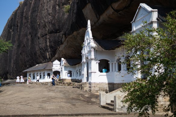 Dambualla Cave Temple - a view of the covered verandah