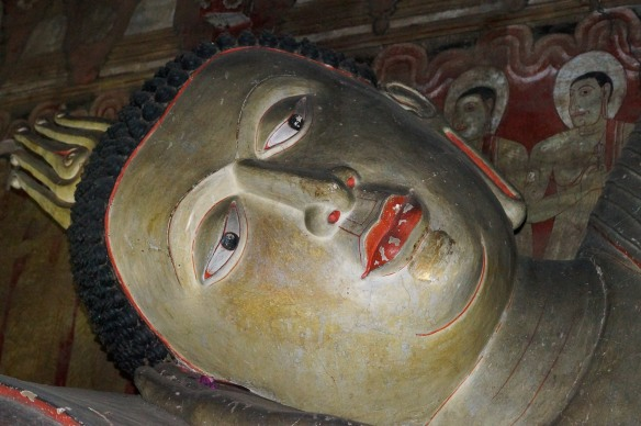 Dambulla Cave 2 head of reclining Buddha