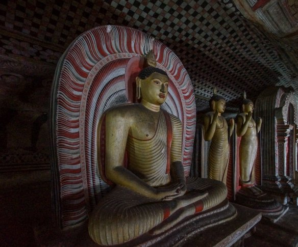Dambulla Cave 2 seated Buddha