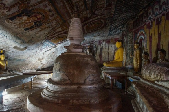 Dambulla Cave 4 dagoba with crack