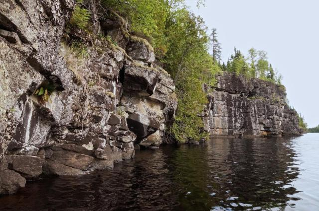 a short stretch of Cliff Lake rock face