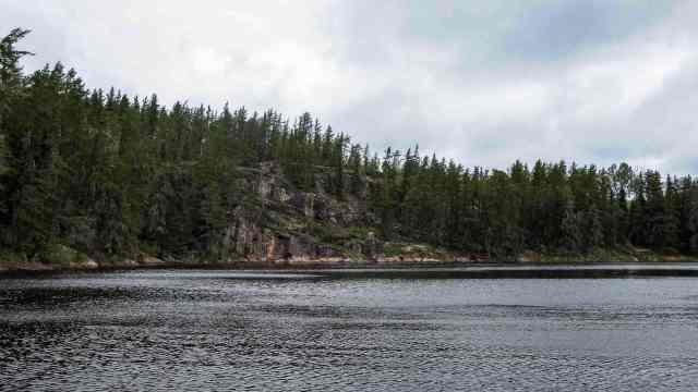 Artery Lake NE Arm rock face