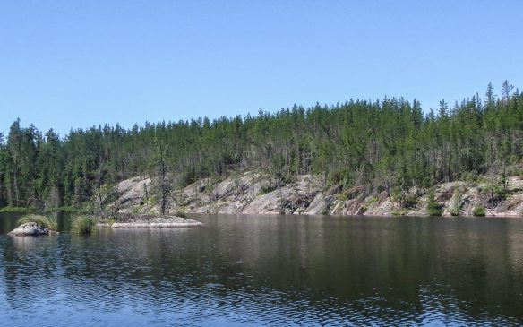 rock face on the shoreline as we approach Indian House Lake