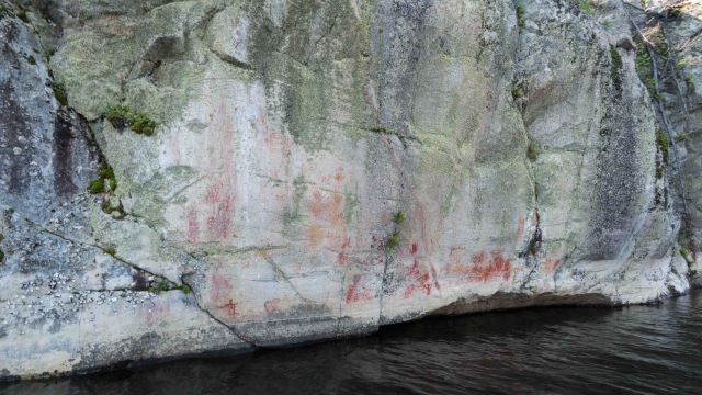 the main stretch of the Murdock-Larus pictograph site on the Bloodvein