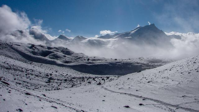 snow trail to Thorung La