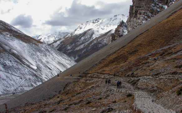 the trail up the valley from Yak Kharta to Thorung Base Camp Lodge