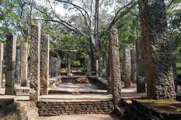 Abhayagiri bathhouse ruins