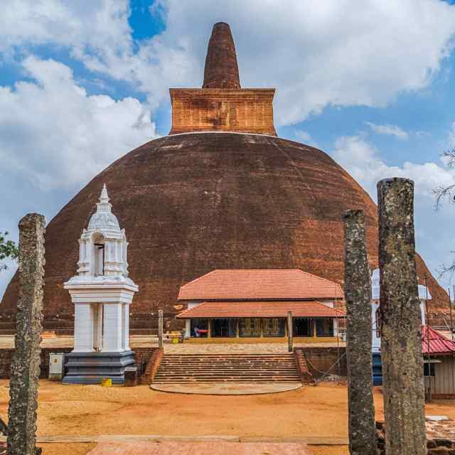 Abhayagiri Dagoba in Anuradhapura's ancient city - see the first pic of this post for another view