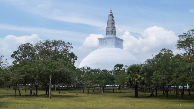 approaching the Ruvanvelisaya Dagoba from the walkway from the Sri Maha Bodhi