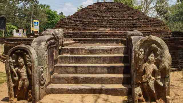 humble stupa in the vicinity of the thuparama - exact name unknown