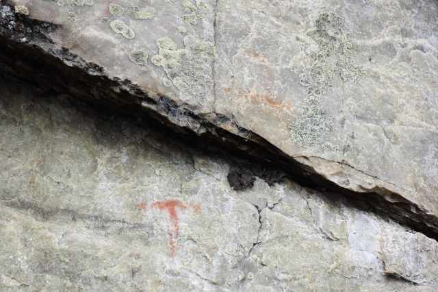 T mark and other ochre marks at Diamond Lake