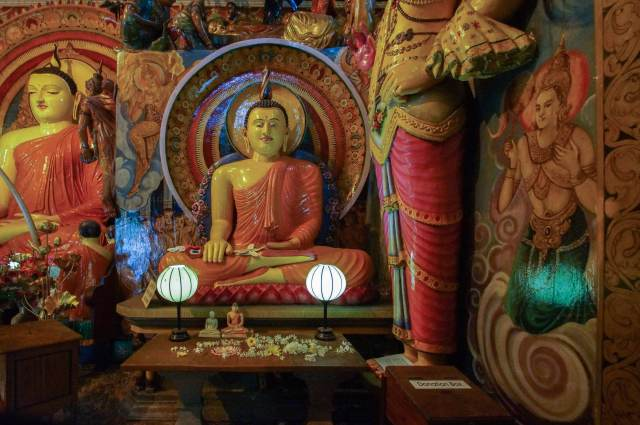 Buddhas and bodhisattvas at the Gangaramaya Temple