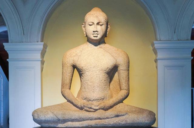 one last shot of the seated Buddha at the entrancne of Colombo's National Museum