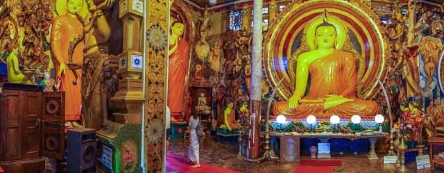 panorama of the Gangaramaya temple front