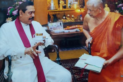 photo of current Sri Lankan president and head monk of Gangaramaya