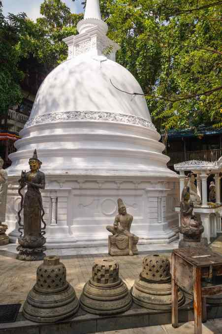 side view of the Gangaramaya stupa