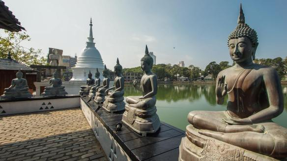 Thai Buddhas and the dagoba
