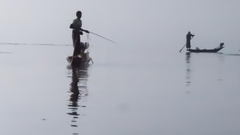 70. fishermen in Inle Lake morning mist