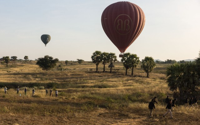 balloon landing in the fields of New Bagan