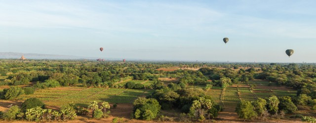 balloons over the fields of New Bagan