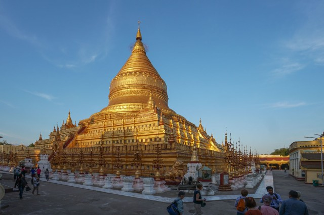 Bagan's Shwe-zigon at dusk