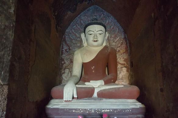 Dhammayan-Gyi seated Buddha statue