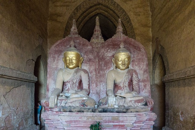 double Buddha Statues at Dhammayan-Gyi