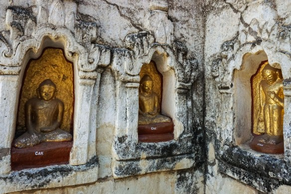 seated Buddhas in external niches of the Mahabodhi Temple