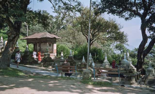 swayambhu bottom pathway to top