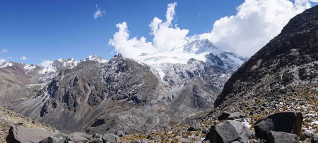 a view of the west face of Nevado Chachakumani from the top of the vally