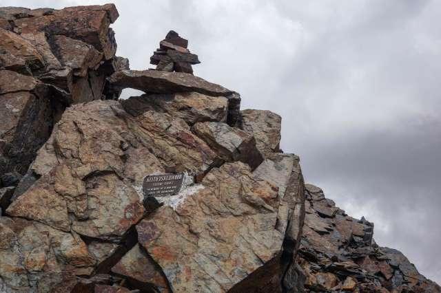 climber's memorial (Keith Isherwood) near the top of Pico Austria