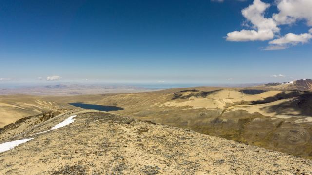 looking west to Laguna Kacha and the shores of Lago Titicaca