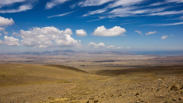 looking west to the Altiplano and Lago Titicaca