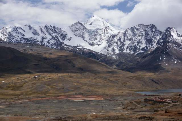Nevado Huayna Potosi from a more southerly angle