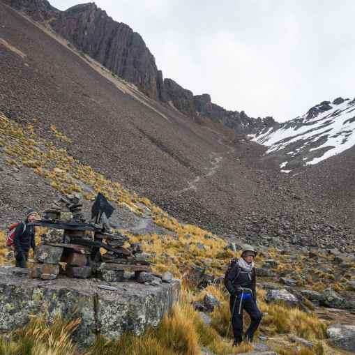 the path down from the Condoriri col