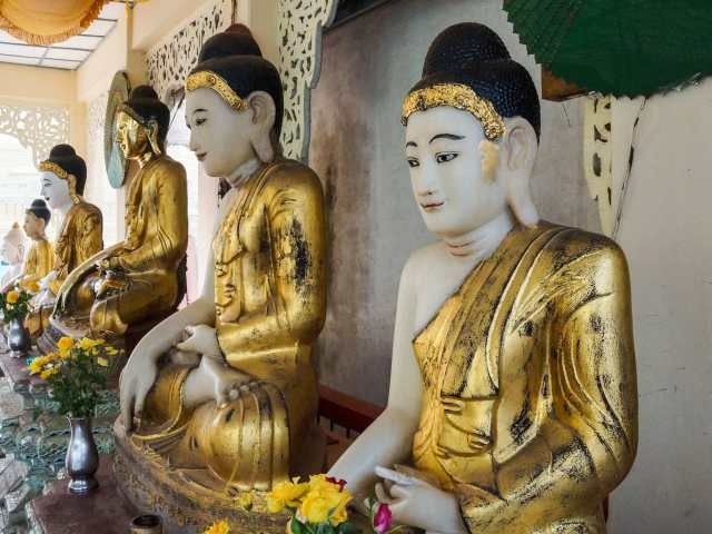 a row of seated Buddhas in the Touching the Earth position ( Bhumi-sparsha mudra)
