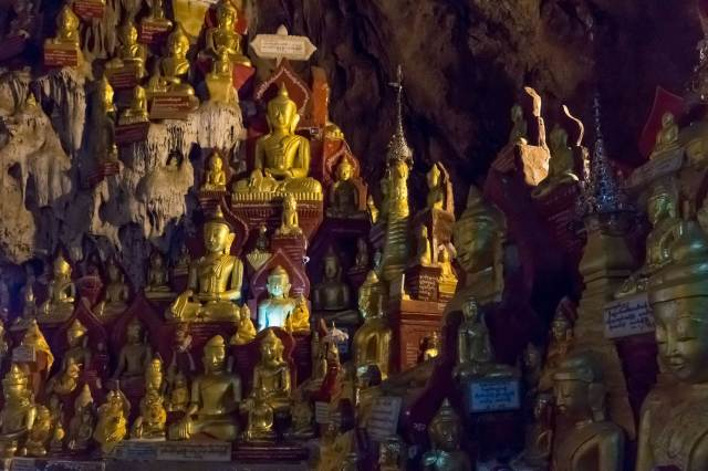 a wall of seated Buddhas at Pindaya Cave