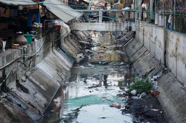 a canal running through the Zay Cho market area