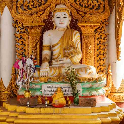 Buddha figure in side shrine at Bago's Mahazedi