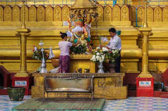 Devotees arrange offerings at antoerh of the planetary posts