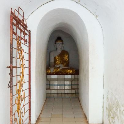 entrance to the inner circle of seated Buddhas at Shwegugale Pagoda