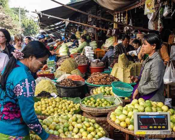 lemons for sale at Zay Cho street market