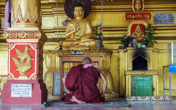 monk at Hintha Gon shrine