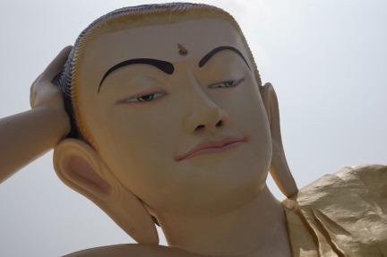 Mya Tha Lyaung Reclining Buddha - head